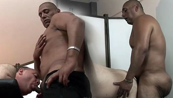 Sexo gay com massagista pauzudo